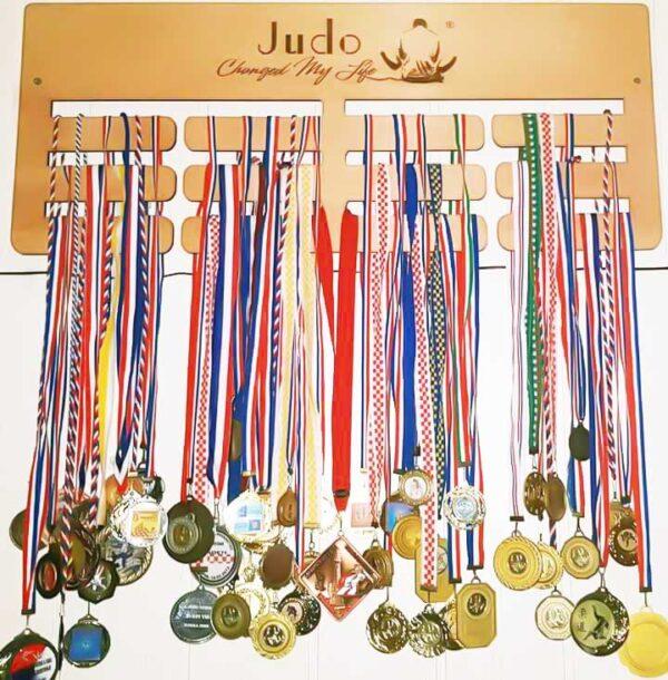 stalak-za-medalje-trostruki-judo