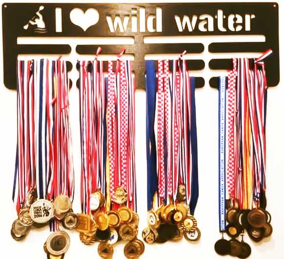 stalak-za-medalje-trostruki-wildwater