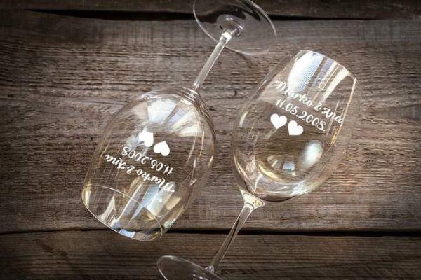 čaše za parove s graviranim imenima