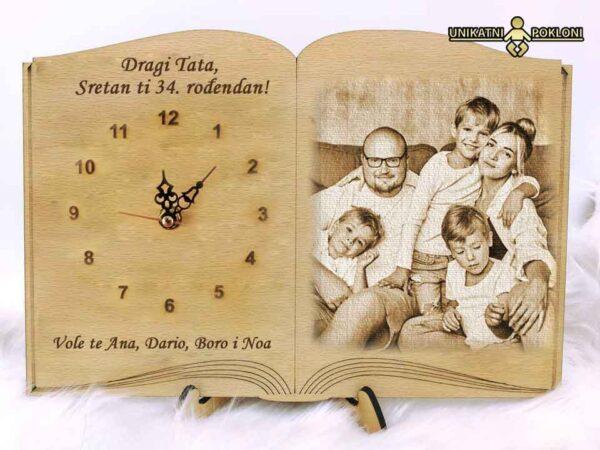 sat-knjiga-na-stalku