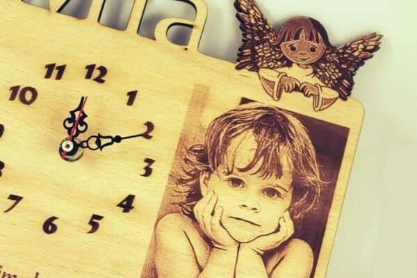 sat--s-slikom-djeteta-i-imenom